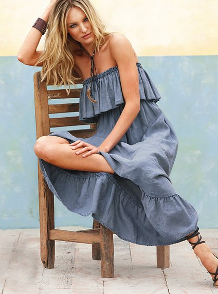 Dark blue mini dress looks awesome with folder clutch and nude pointed toe pumps. Have some fun with this summer beachwear dress with spaghetti straps and white lines. Love the wide-brim white floppy hat.