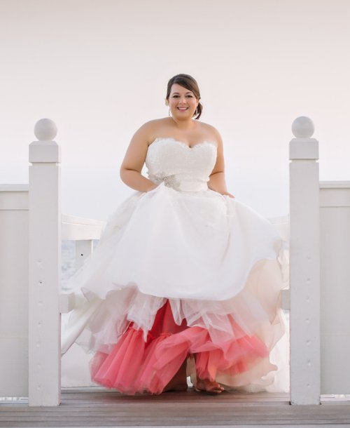 Prettiest 8 plus size summer wedding dresses for Strapless summer wedding dresses